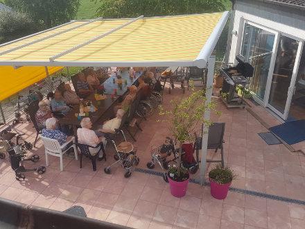 Ein Sommertag auf der Terrasse